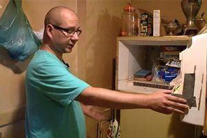 Dọn dẹp tủ lạnh của người mẹ quá cố, chàng trai thất kinh trước bí mật bên trong