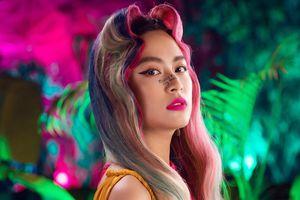 Hoàng Thùy Linh tái hiện loạt tranh Hàng Trống trong MV mới