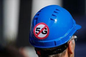 Người Anh đốt cột phát sóng 5G vì nghi gây bệnh Covid-19