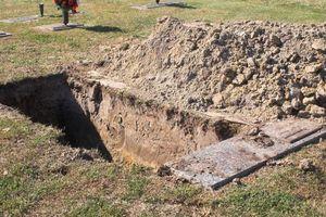 Nghĩa trang tại Anh đào sẵn mộ cho người sống giữa dịch Covid-19
