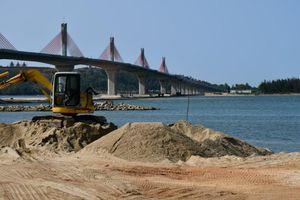 Khai thác cát trên sông Trà Khúc, chính quyền có buông lỏng quản lý?