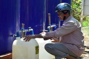 Người dân Bến Tre vui mừng nhận nguồn nước ngọt miễn phí