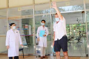 Ca dương tính Covid-19 đầu tiên điều trị ở Quảng Nam xuất viện