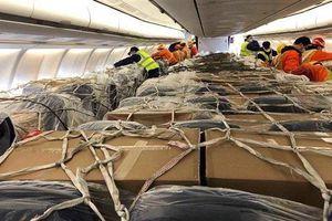 Tê liệt chuyển khách, cứu cánh hàng không sống qua ngày