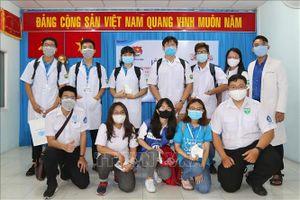 Sinh viên ngành y 'xung trận' chống dịch COVID-19