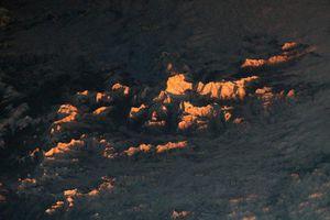 Hình ảnh tuyệt đẹp chụp lại đỉnh núi hùng vĩ của dãy Himalaya từ không gian