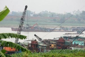 Mất đất canh tác vì khai thác tài nguyên tràn lan