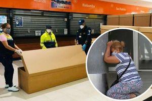Khủng hoảng y tế ở Ecuador: Người tử vong vì Covid-19 suốt nhiều ngày không được chôn cất, phải đặt thi thể trong thùng các-tông vì thiếu quan tài