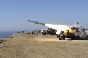 Iran bất ngờ triển khai hàng chục tổ hợp tên lửa khóa chặt Eo biển Hormuz