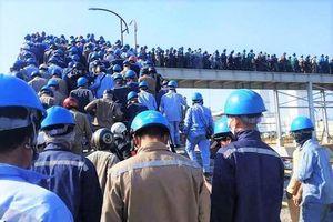 Hàng ngàn công nhân chen lấn ở Nhà máy Hòa Phát - Dung Quất