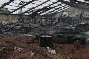 Cháy xưởng độ, nhiều ôtô bị thiêu rụi