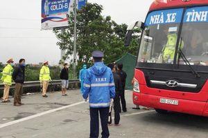 Vì sao không xử phạt xe dù chở 30 người vào Hà Nội vi phạm lệnh cách ly?