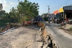 Tuyến đường ô tô về trung tâm xã ở Cà Mau tiếp tục sụt lún
