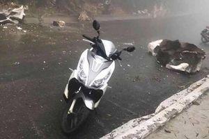 Lào Cai: Đâm phải tảng đá rơi từ trên núi xuống, thanh niên 8X nhập viện