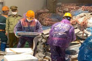 Kinh hãi 72 tấn nội tạng động vật bốc mùi giữa dịch COVID-19