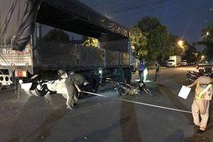 Ngã ra đường khi phanh gấp, nữ công nhân bị xe tải cán tử vong