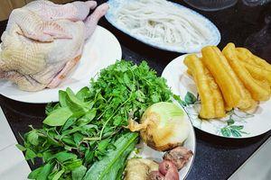 Hướng dẫn cách nấu món phở gà già thơm ngon 'đúng điệu'