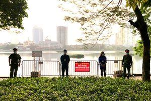 Hình ảnh những chốt trực chống tập trung đông người, phòng dịch bệnh quanh hồ Giảng Võ