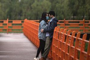 Người Vũ Hán đổ xô kết hôn làm sập hệ thống đăng ký khi hết phong tỏa