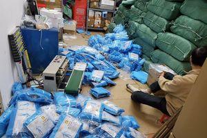 Hơn 6.000 bộ đồ bảo hộ y tế nghi là hàng giả tại Hà Nội