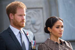 Vợ chồng Meghan Markle bị chỉ trích thế nào khi rời Hoàng gia Anh?