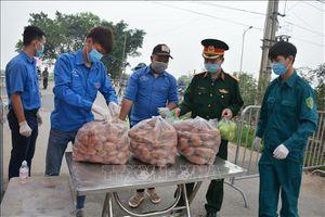 Bảo đảm nhu yếu phẩm phục vụ người dân vùng cách ly thôn Hạ Lôi