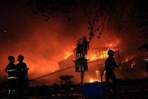 Công ty sản xuất phân bón bốc cháy dữ dội