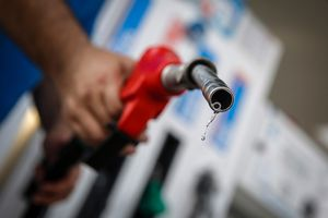 Kiến nghị tạm ngừng nhập khẩu xăng dầu