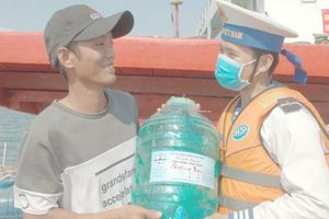 Hàng ngàn hộ dân ở Bạc Liêu và các đảo Tây Nam vui mừng đón nước ngọt
