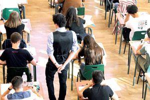 Pháp xét điểm để tốt nghiệp