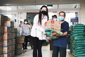Hoa hậu Khánh Vân tặng 200 phần quà cho người dân gặp khó khăn vì dịch COVID