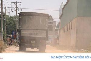 Dân khổ vì bụi đường dẫn vào Công ty gạch Đông Nam Á