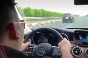 Truy tìm tài xế Mercedes phóng tốc độ 'bàn thờ' 234 km/h trên cao tốc