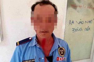 Khởi tố kẻ đánh bảo vệ khi bị nhắc đeo khẩu trang phòng COVID-19