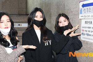 Dàn sao Hàn đeo khẩu trang, găng tay đi bỏ phiếu bầu cử