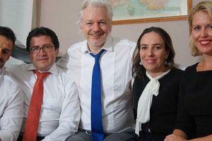 Ông chủ WikiLeaks bí mật có 2 con với luật sư tại đại sứ quán Ecuador