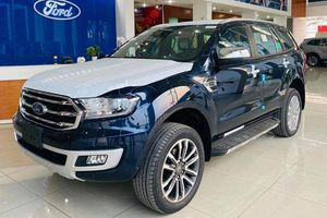 Đối thủ của Toyota Fortuner, Hyundai Santa Fe giảm giá mạnh tại Việt Nam trong tháng 4