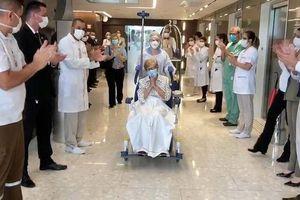 Cụ bà 97 tuổi hồi phục sau chữa trị virus corona