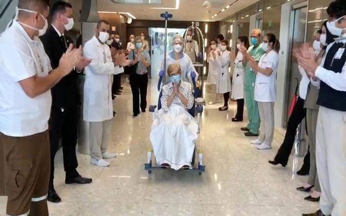 Brazil chữa khỏi Covid-19 cho cụ bà 97 tuổi