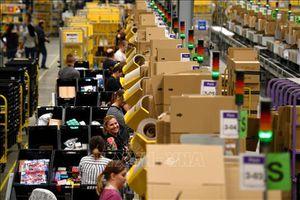 Amazon tất bật với 'núi' các đơn hàng nhu yếu phẩm