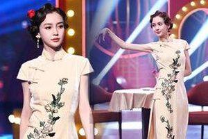 AngelaBaby ma mị với trang phục sườn xám trong show 'Vương Bài Đối Vương Bài'