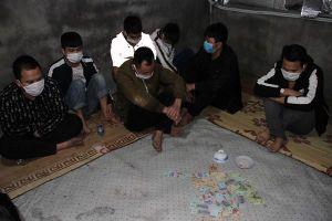 Nghỉ phòng dịch Covid-19, nhóm đối tượng tụ tập đánh bạc trong xưởng phế liệu