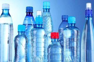 Uống nước đóng chai hết hạn sẽ bị gì?