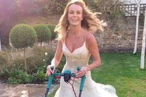 Nữ diễn viên mặc váy cưới đi cắt cỏ, đổ rác
