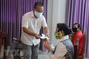 Trao tặng nhân dân Campuchia nhiều trang thiết bị y tế chống dịch