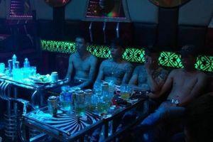 Bắt quả tang 30 thanh niên 'bay' tại quán karaoke miền quê Lâm Đồng