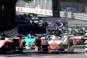 Hàng loạt giải đua ô tô lớn chuyển sang thi đấu trên… đường đua ảo