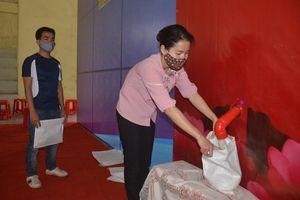 Khởi động ATM rút gạo 'bằng chân' đầu tiên ở Hà Nam tiếp sức công nhân, người nghèo