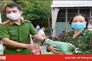 Nhiều nhà hảo tâm ở Phú Tân đồng hành cùng người nghèo phòng, chống dịch bệnh Covid-19