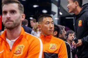 Lang bạt 3 tháng xứ người, đội bóng Vũ Hán cay mắt trở về quê hương